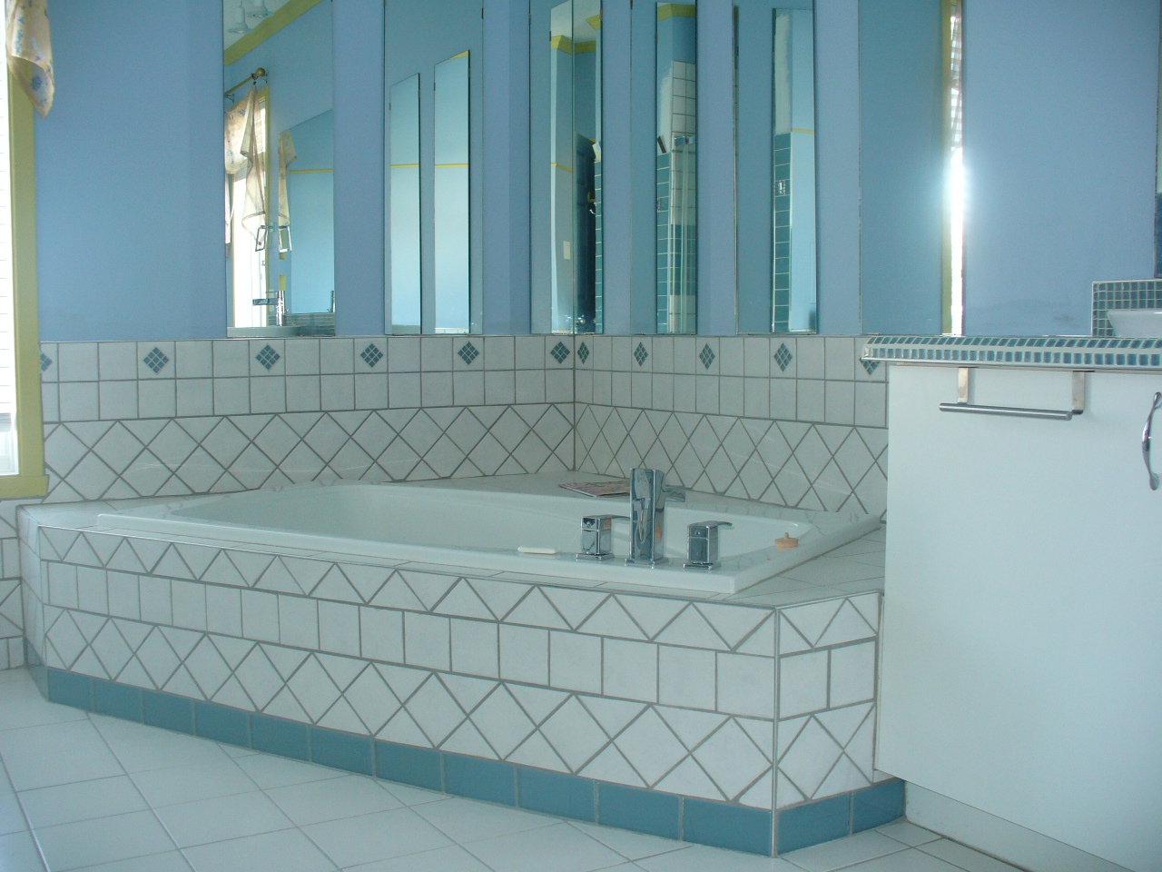 Carrelage douche salle de bain for Carrelage ceramique salle de bain